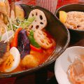 日本 奥芝商店の定番スープカレー 深いコクに舌鼓